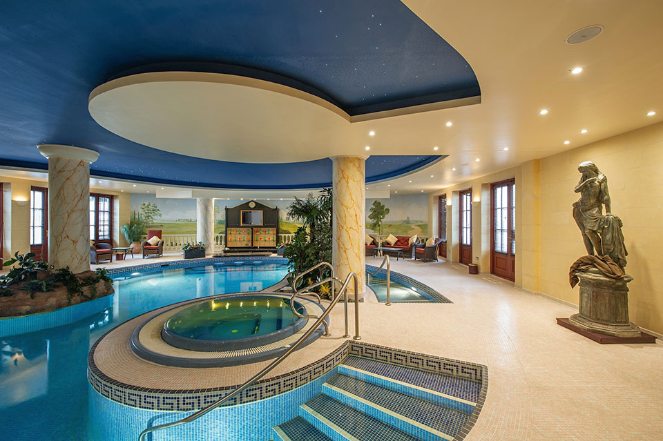 country-retreat-indoor-pool