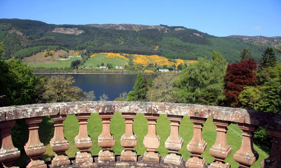 highland-castle-loch-ness