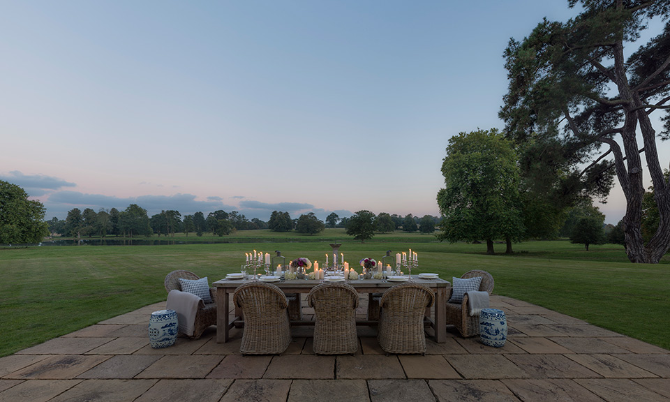 wilderness-mansion-table-view