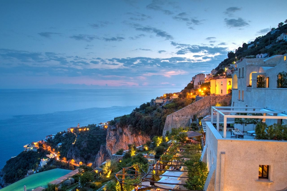 amalfi-coast-night