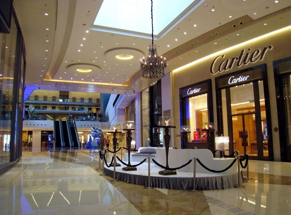 Luxury-shopping