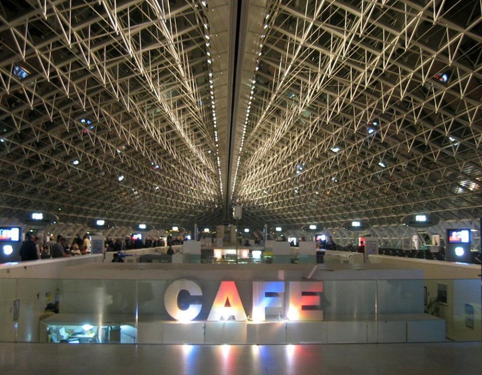 Paris-de-Gaulle-airport-interior