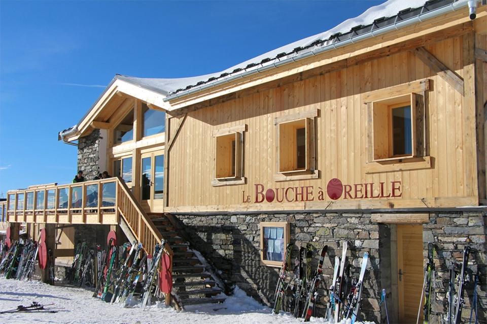 LE-BOUCHE-A-OREILLE