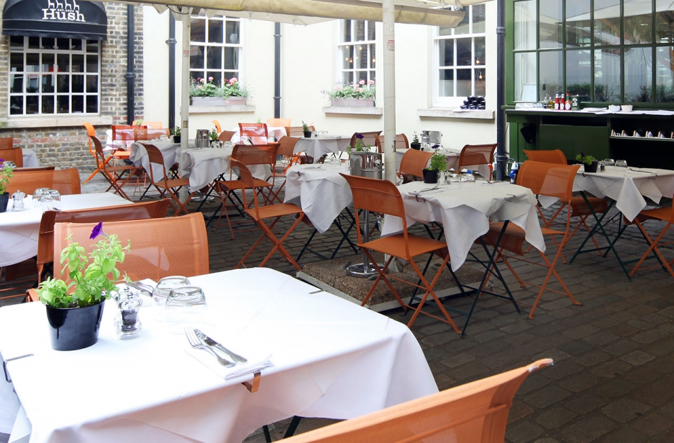 Hush-Courtyard-London-al-fresco-sm
