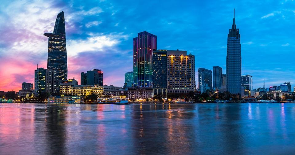 The-Reverie-Saigon-Exterior-at-Sunset