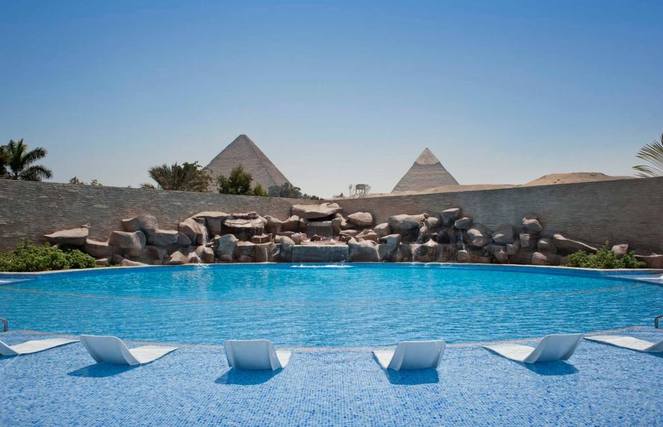 LeMeridienPyramids_1