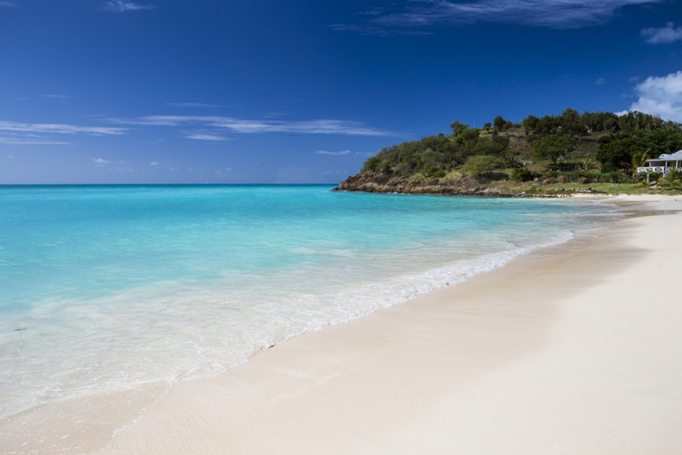 antigua-destination-guide-1-relax-at-the-beach-sm