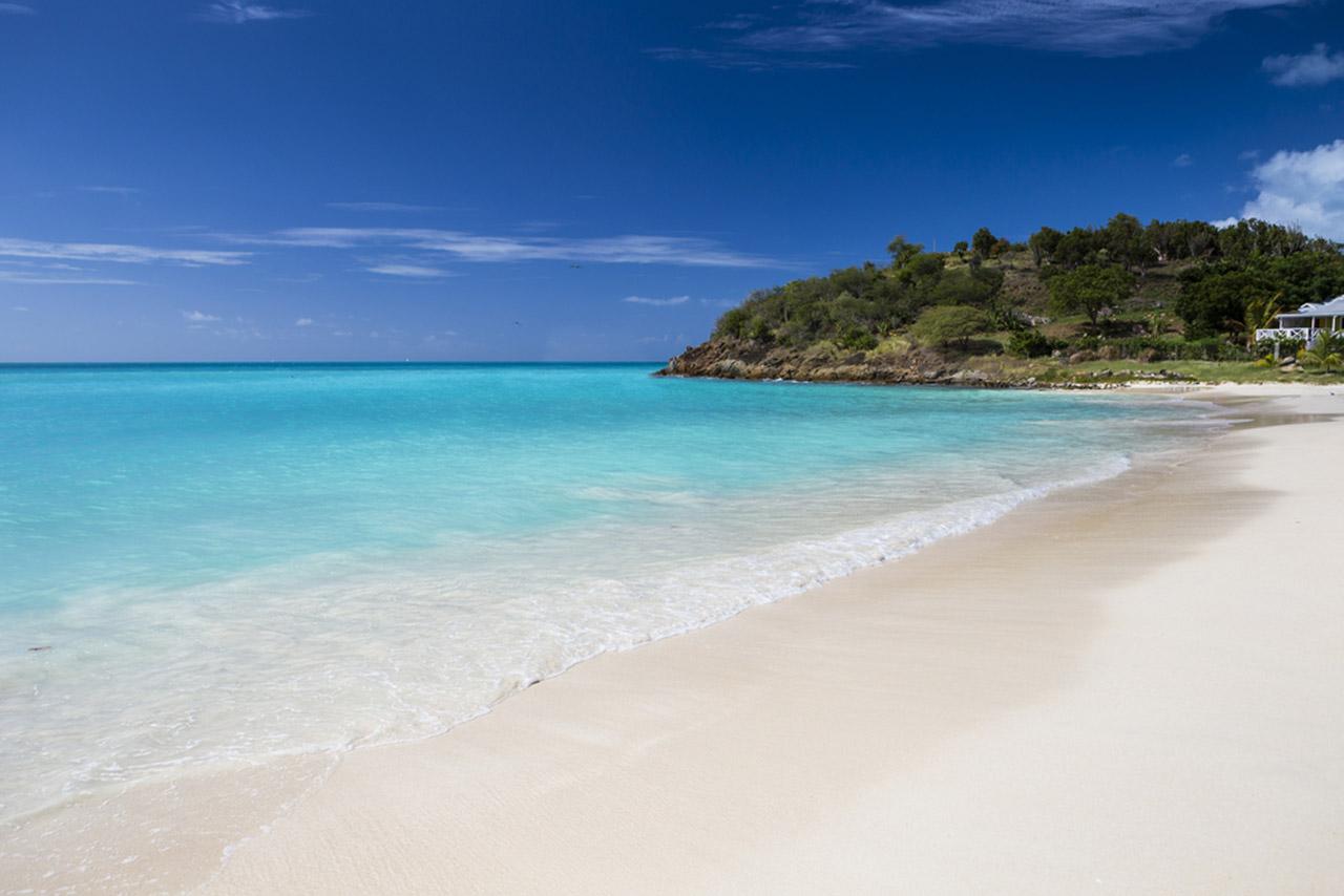 antigua-destination-guide-1-relax-at-the-beach-sm