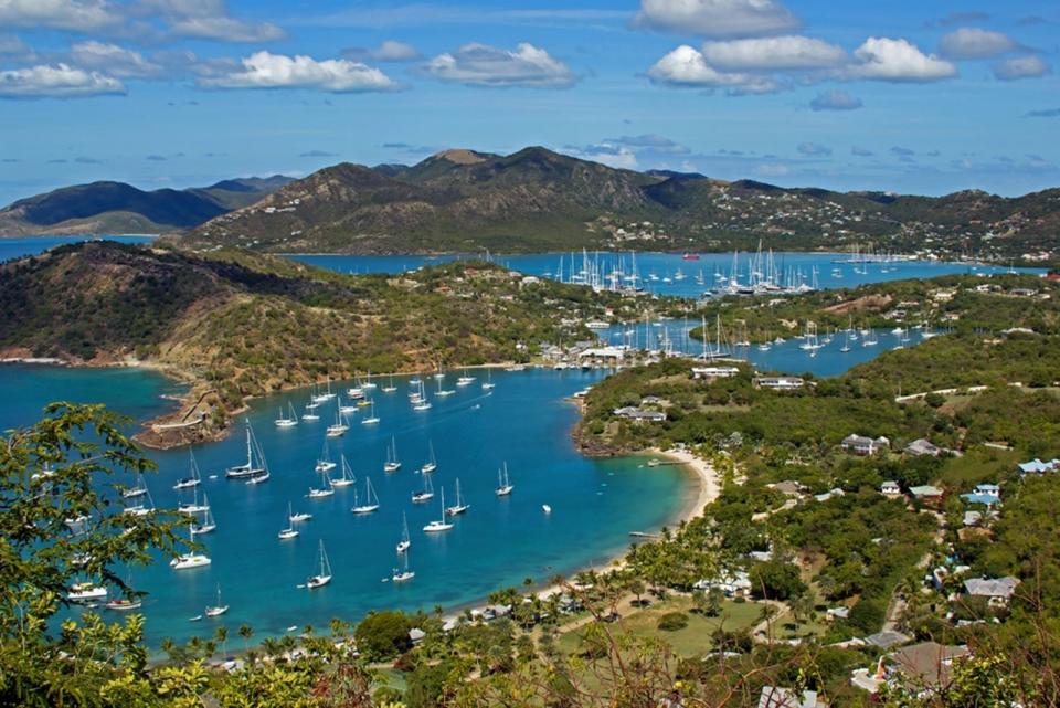 antigua-destination-guide-5-enjoy-marinas-english-harbour-sm