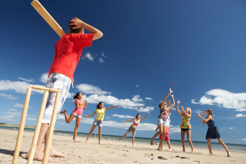 antigua-destination-guide-7-game-of-cricket-on-the-beach-sm