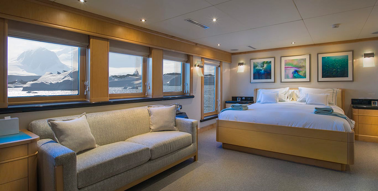Expedition-yacht-for-charter-Alucia-Main-cabin-sm