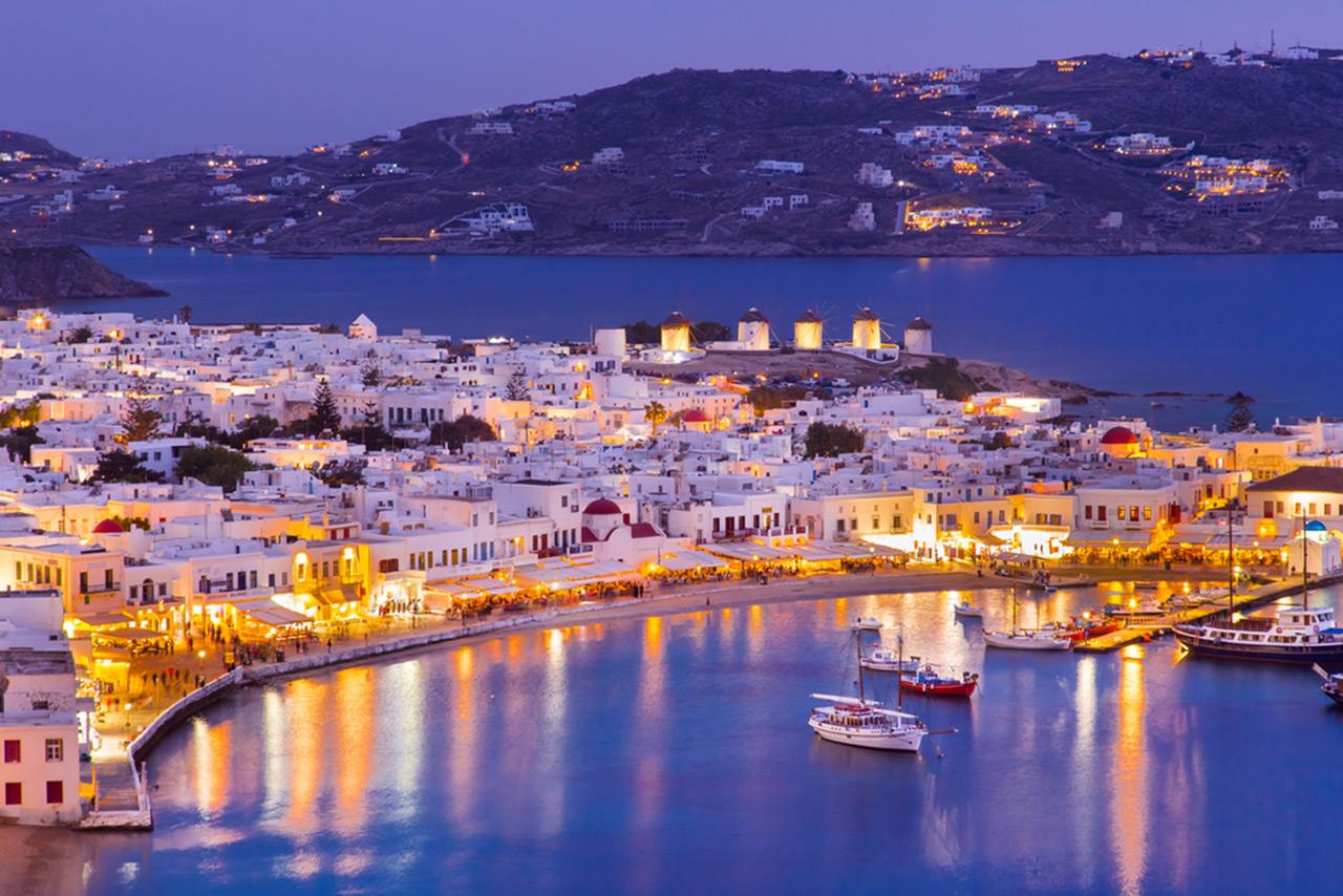 crewed-yacht-charter-greece-mykonos-