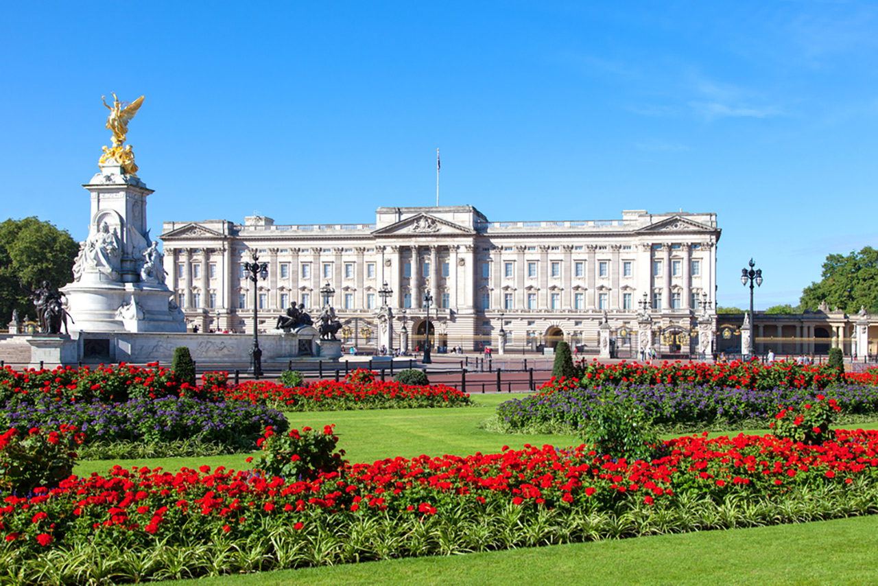 Top-10-most-beautiful-royal-palaces-in-the-world-buckingham-sm