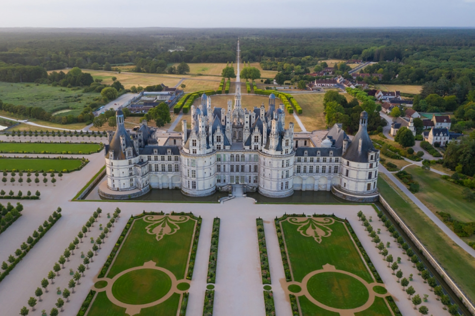 Top-10-most-beautiful-royal-palaces-in-the-world-chambord-sm