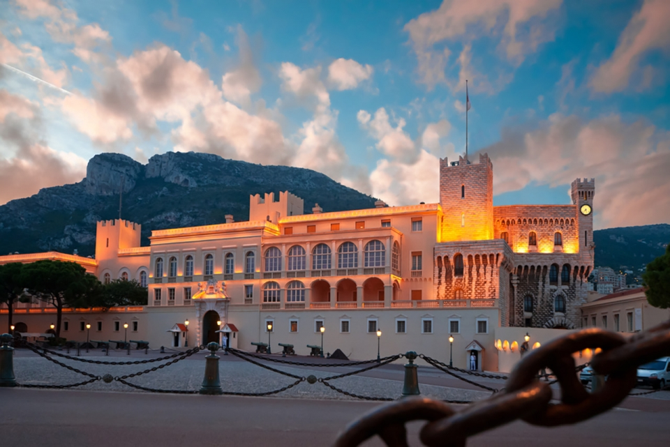 Top-10-most-beautiful-royal-palaces-in-the-world-monaco-palace-sm