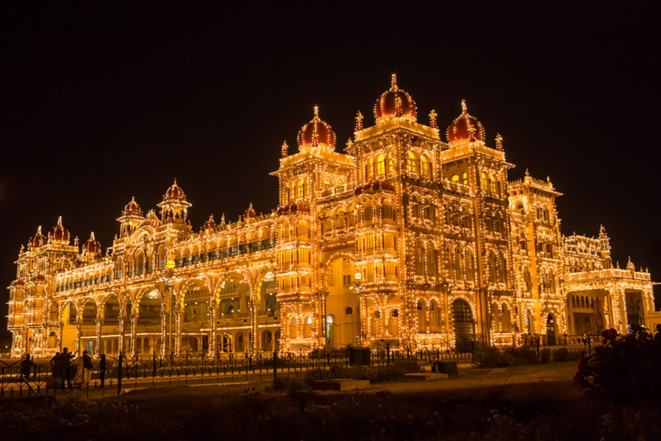Top-10-most-beautiful-royal-palaces-in-the-world-mysore-sm